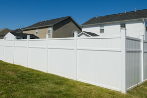 Vinyl fence installation in Charleston